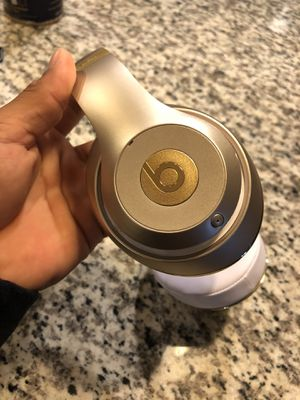Beats Studio 3 Wireless Gold AUTHENTIC for Sale in Euless, TX