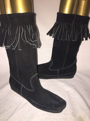 Minnetonka fringe suede moccasin boots size 9 for Sale in Dublin, OH