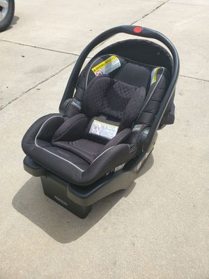 Baby infant car seat snug fit for Sale in Peyton, CO