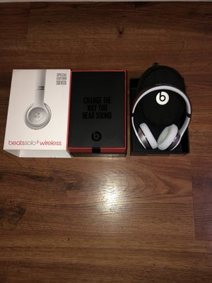 beats solo 3 special edition silver for Sale in Beaverton, OR