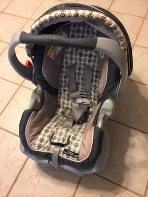 Graco snugride baby infant car seat for Sale in Valrico, FL