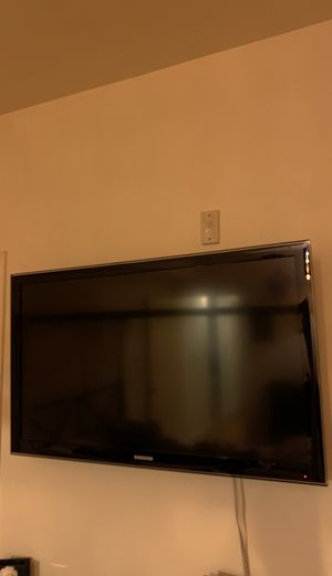 50 inch Samsung not a smart tv comes with roku for Sale in Los Angeles, CA
