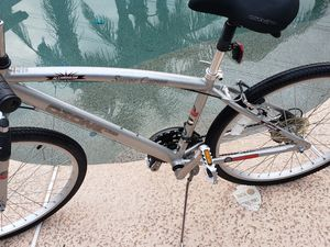 Silver Canyon Ozone 500 cruiser road bike 18 speed 700 tires for Sale in Avondale, AZ
