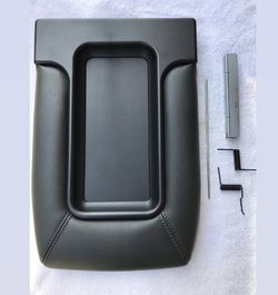 1999 to 2007 CENTER CONSOLE TOP ARMREST COVER LID SILVERADO SIERRA TAHOE SUBURBAN for Sale in Anaheim,  CA