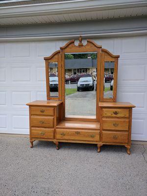 Oak vanity dresser with mirror for Sale in Duluth, GA