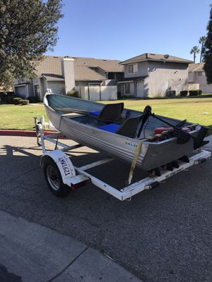 Small fishing boat (Valco) for Sale in Ontario, CA