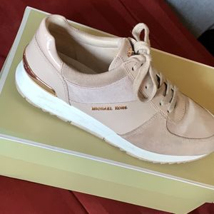 Soft Pink Michael Kors Shoes Size 8 for Sale in Costa Mesa, CA