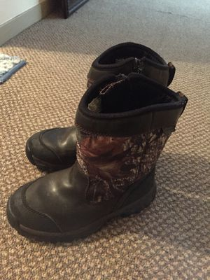 Kids snow boots size 2 for Sale in Minneapolis, MN