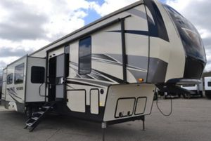 5th wheel transporting for Sale in Riverside, CA