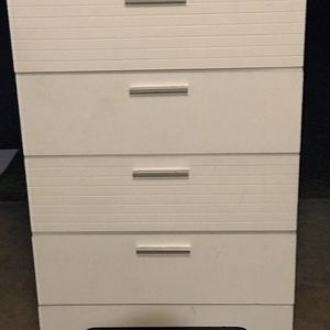 4 Drawer White Dresser for Sale in Happy Valley, OR