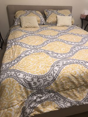 Queen bed frame for Sale in Mobile, AL
