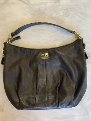 Coach Medium sized hobo black leather bag with gold tone hardware in a good condition. for Sale in Plain City, OH