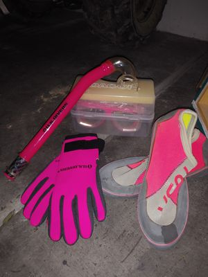 Snorkeling set(size 7 shoes) for Sale in Las Vegas, NV