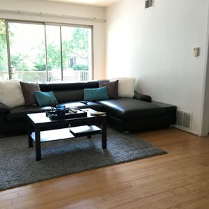 Full Italian Leather Expandable Sofa Asking $600 for Sale in Los Angeles, CA