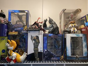 Comic statues and figures for Sale in Ypsilanti, MI