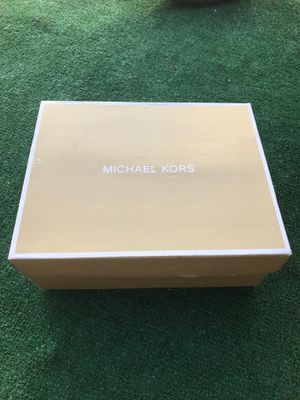 MICHAEL KORS heels really good condition worn just on time I'm trading for a dress size 4 or a Michel kors bag for Sale in Valley Center, CA
