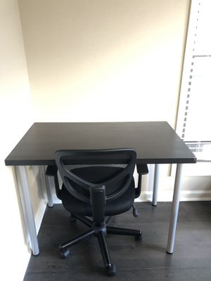 Desk with chair in good condition. Like new. for Sale in Smyrna, GA