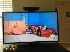 Samsung smart 40 inch tv and table for Sale in McLean, VA