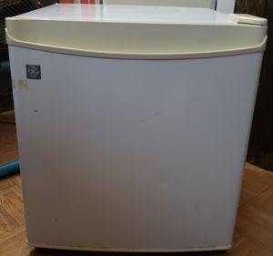 GE Small Refrigerator for Sale in New York, NY