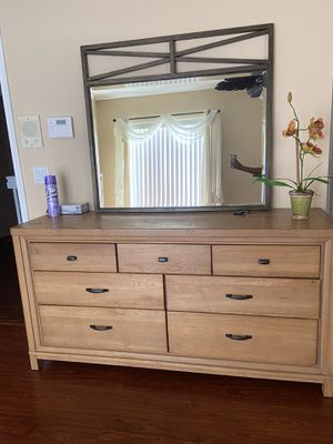 Dresser & mirror for Sale in FL, US