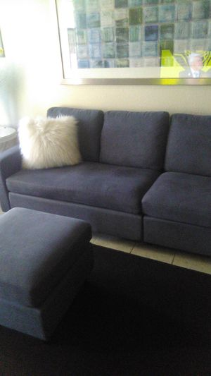 It's a sectional converts into a sofa Gray for Sale in Fresno, CA