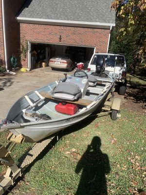 John boat v bottom with 25 hp 14ft for Sale in Chapin, SC