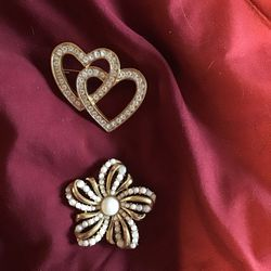 Gold Color Costume Pins for Sale in New Port Richey,  FL