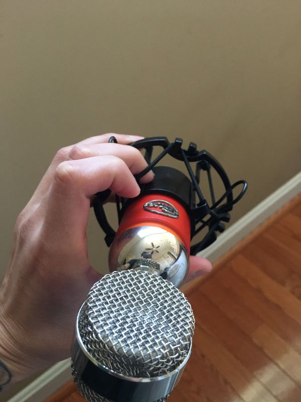 Blue Spark Mic ! Plug and play ! Great for vocals ! Good condition !
