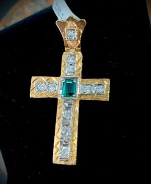 14k yellow Gold Cruz pendant with diamonds and emerald for Sale in Miami Gardens, FL
