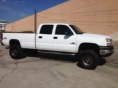 Looking for a white chevy/chevrolet silverado 2500 hd duramax with 150,000 or less miles needs to be crew cab with 8 ft bed. for Sale in Monroe, WA