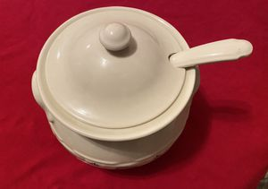 """Longaberger Woven Traditions Green Soup Tureen 9"""" w/ spoon for Sale in Huntington Beach, CA"""