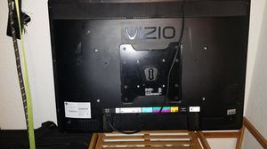 VIZIO TV/Monitor model number 32I, 32 inch (no remote) for Sale in Tacoma, WA