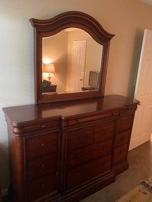 Large dresser and mirror for Sale in Nashville, TN