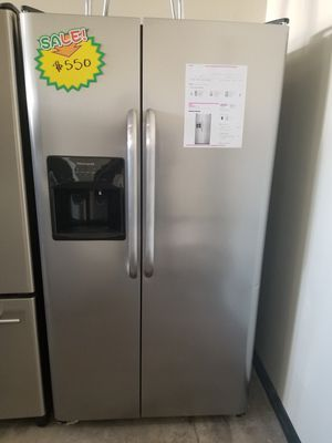 FRIGIDAIRE STAINLESS STEEL SIDE X SIDE for Sale in Santa Ana, CA