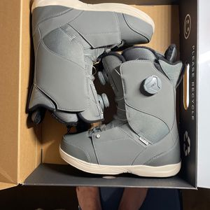 UNI-SEX RIDE HERA SNOWBOARDING BOOTS 2021 for Sale in Oroville, CA