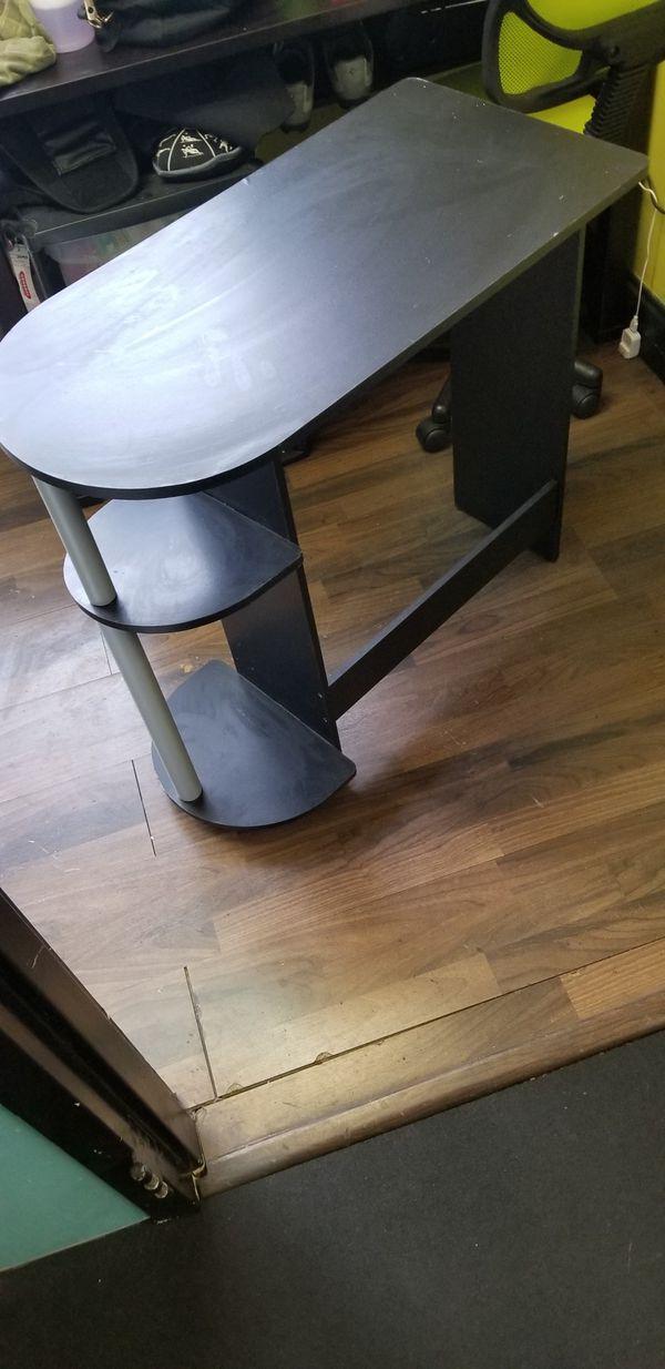 1 small desk,,space saver
