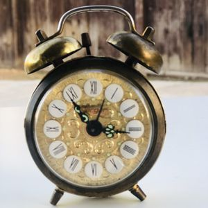 Vintage antique alarm clock🥀🌙 for Sale in Las Vegas, NV