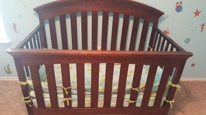 Baby crib/ changing table w drawers for Sale in Austin, TX