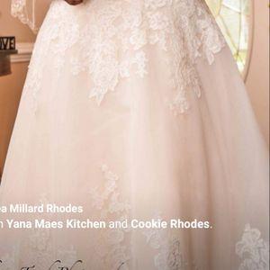 Beautiful Plus Size Wedding Dress for Sale in Goldsboro, NC