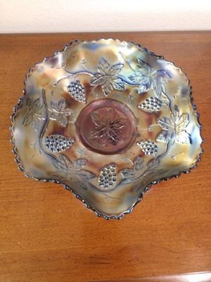 """Antique Carnival Glass Bowl With Ruffled Edge Decorated With Grapes & Leaves! 8"""" W! for Sale in Colorado Springs, CO"""