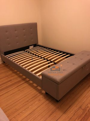 Brand new queen size platform bed frame with a bench for Sale in Silver Spring, MD