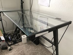 Glass top table for Sale in Alafaya, FL