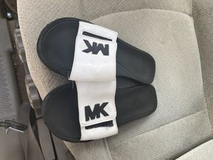 Michael kors sandals size 8 for Sale in Riverview, FL
