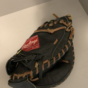 Rawlings Catchers Glove Regular Size for Sale in St. Augustine, FL