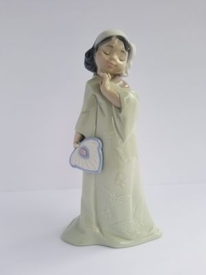 "NAO Lladro Porcelain Figurine #02001483  PRETTY POSES Issue Year: 2004  Sculptor: Francisco Polope Size: 8¾x4¼ "" for Sale in Land O' Lakes, FL"