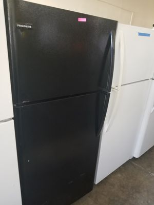 FRIGIDAIRE TOP FREEZER for Sale in Santa Ana, CA