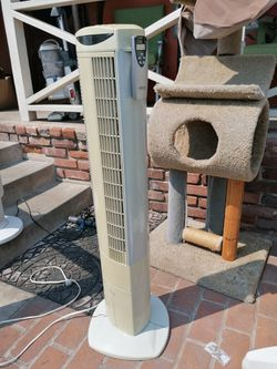 Like new Seville tower fan 3 speed ti.mer Oscillate with remote control for Sale in Spring Valley,  CA