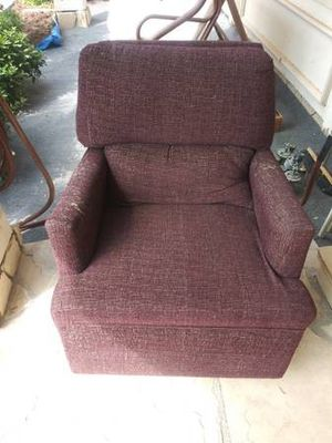 Comfy Swivel Chair for Sale in Irvine, CA