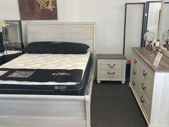 Queen 4 Pc Bedroom Set for Sale in Seal Beach,  CA