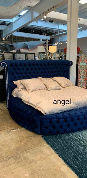 🐞BRAND NEW 🐞Luxus Velvet Navy King Storage Platform Bed for Sale in Jessup, MD